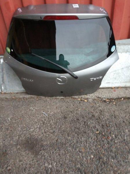 Дверь задняя багажника Mazda Demio DE3FS ZJ-VE задняя