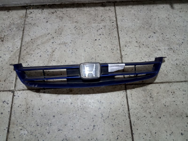 Решетка радиатора Honda Accord CF4 F20B передняя