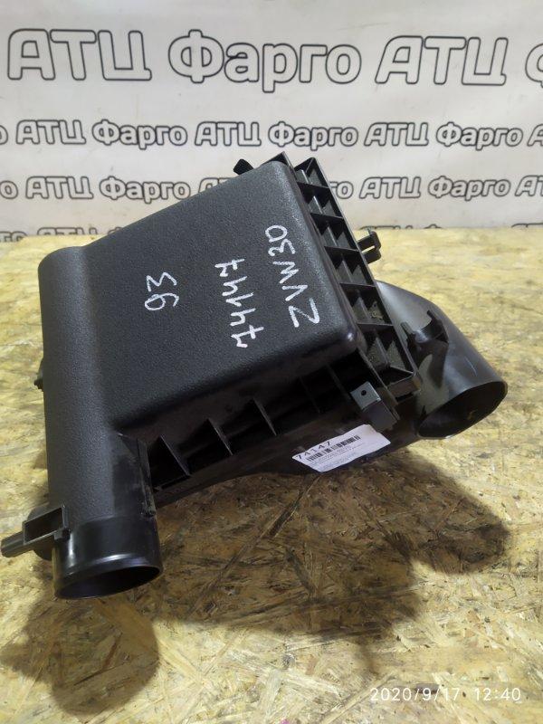 Корпус воздушного фильтра Toyota Prius ZVW30 2ZR-FXE