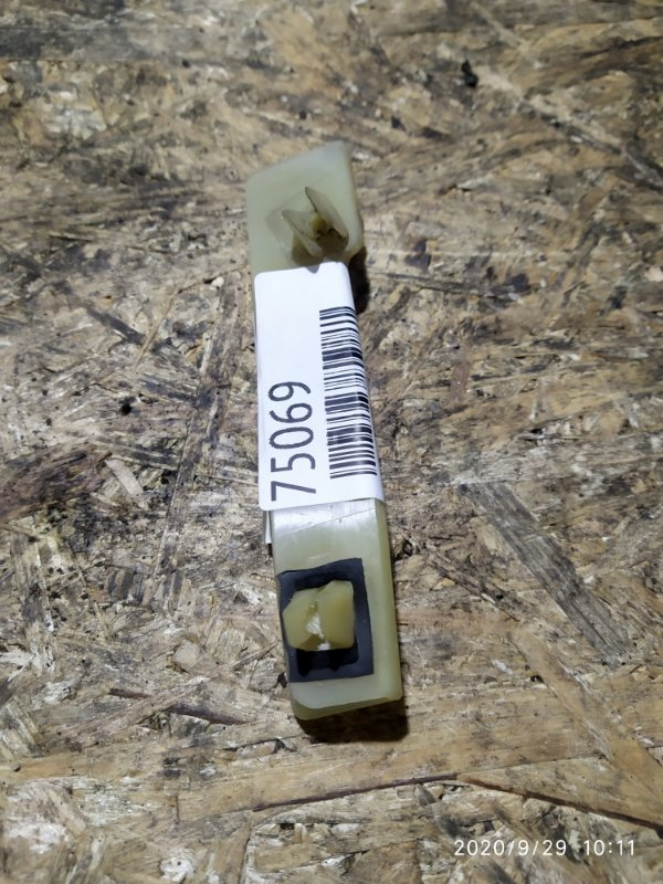 Клипса бампера Nissan Tino V10 QG18DE задняя левая