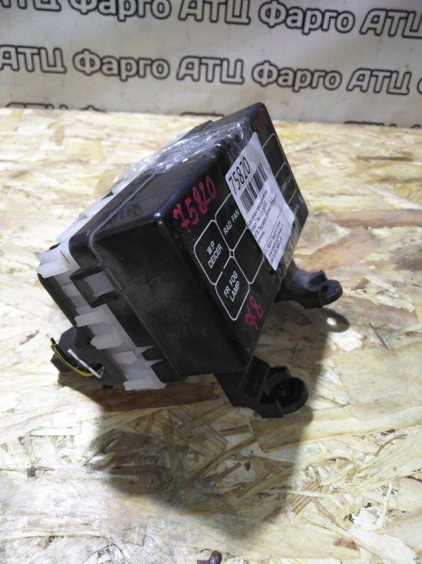 Блок реле и предохранителей Nissan Tino V10 QG18DE