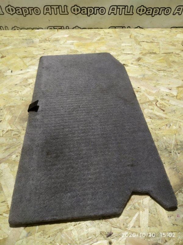 Обшивка багажника Nissan Tino V10 QG18DE правая