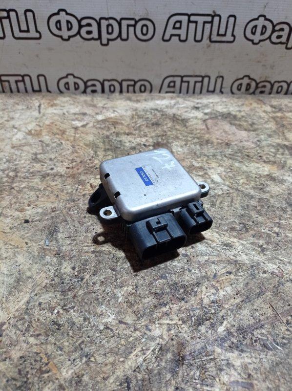 Блок управления вентилятором охлаждения Mitsubishi Pajero Io H76W 4G93