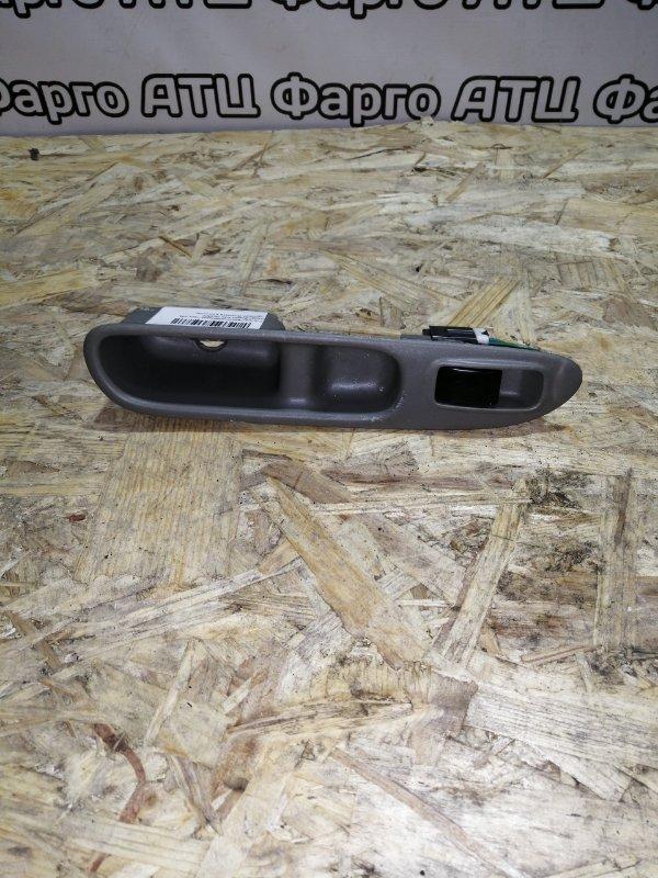 Кнопка стеклоподъемника Nissan Rnessa N30 SR20DE задняя левая