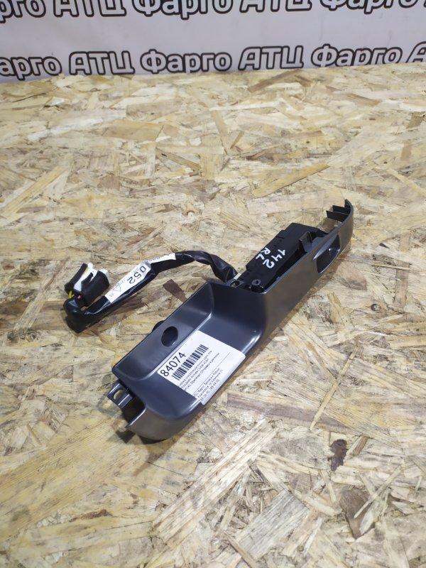Кнопка стеклоподъемника Mitsubishi Airtrek CU4W 4G64 задняя левая