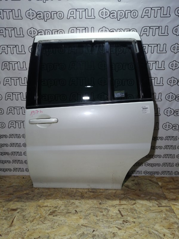 Дверь боковая Nissan Liberty PM12 SR20DE задняя левая