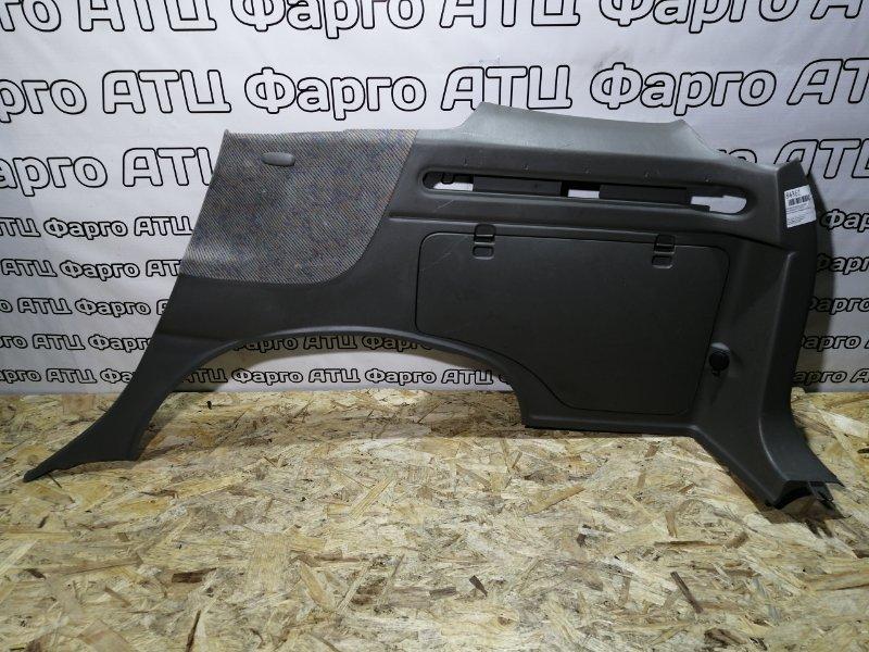 Обшивка багажника Nissan Rnessa N30 SR20DE задняя правая