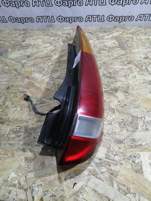 Фонарь стоп-сигнала Nissan Tino HV10 SR20DE задний правый