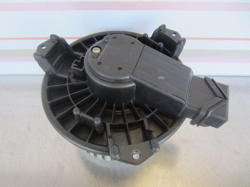 Моторчик печки Toyota Vitz Scp90 SCP90 1KR 2005