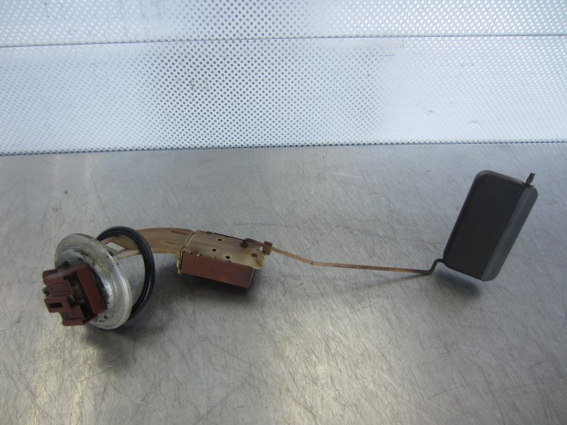 Датчик уровня топлива Isuzu Gemini (4) D15B 1996