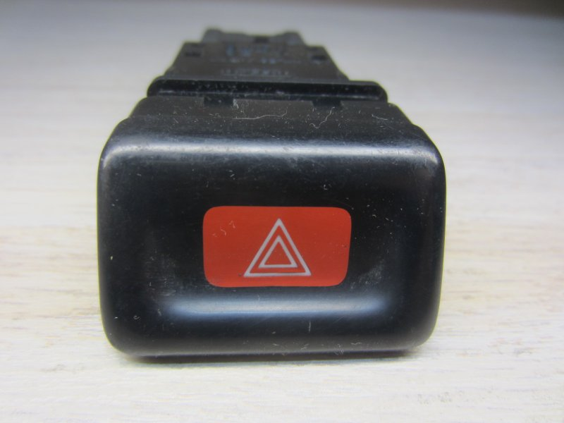 Кнопка аварийная Nissan Maxima A32 A32