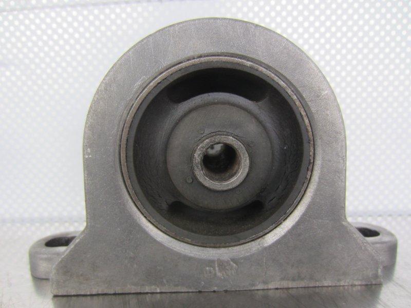 Опора двс Mitsubishi Galant 8 4D68 1998 передняя