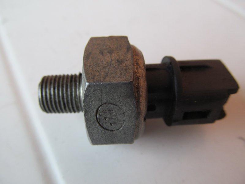 Датчик давления масла Geely Mk MR479QA 2011