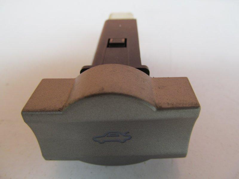 Кнопка открывания багажника Chery M11 2011