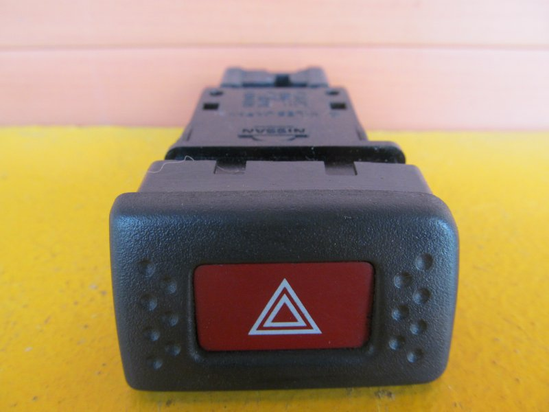 Кнопка аварийная Nissan Bluebird U14 1997