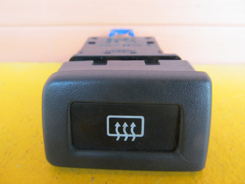 Кнопка обогрева заднего стекла Nissan Bluebird U14 1997