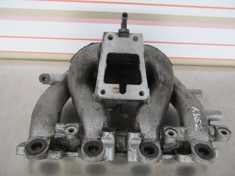 Коллектор впускной Nissan Cube Az10 CGA3 2000