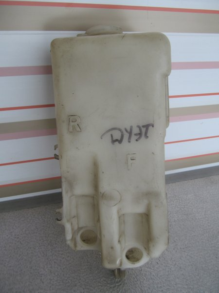 Бачок омывателя Toyota Duet 1998
