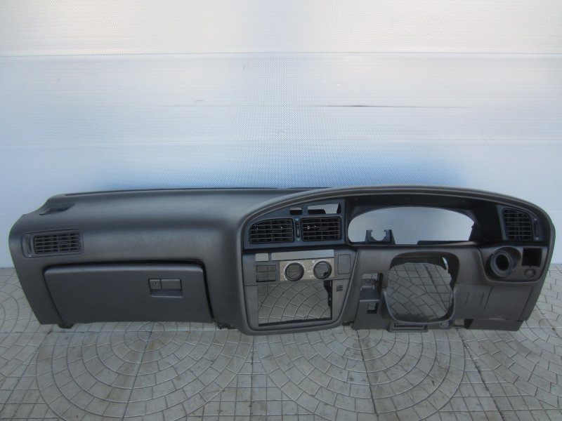 Торпедо Toyota Camry Sv30 1993