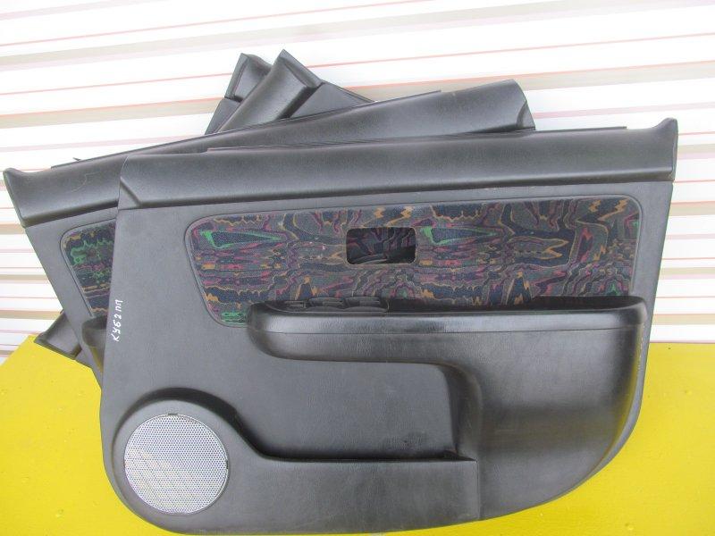 Обшивки дверей комплект Nissan Cube Az10 2000