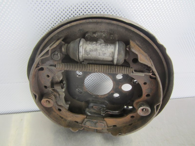 Тормозной щит Nissan Sunny B14 1997 задний правый