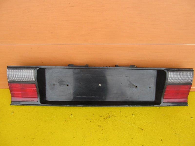 Накладка крышки багажника Mitsubishi Galant 6 1990 задняя