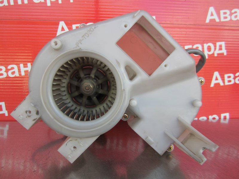 Моторчик печки Mitsubishi Pajero 3 КУПЕ 6G74 (GDI) 2003 задний