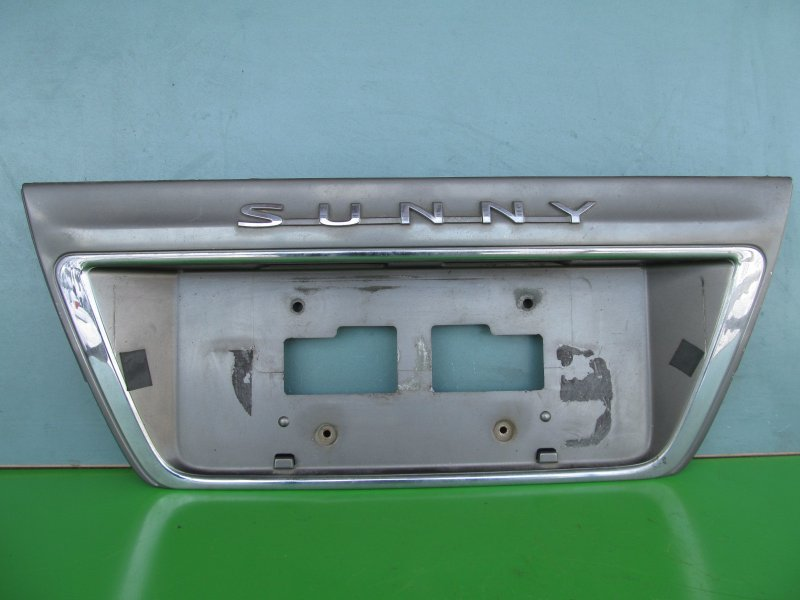 Накладка крышки багажника Nissan Sunny Fb14 1997 задняя