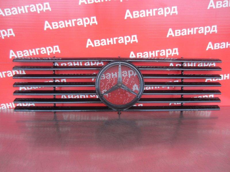 Решетка радиатора Mercedes-Benz W463 2001 передняя
