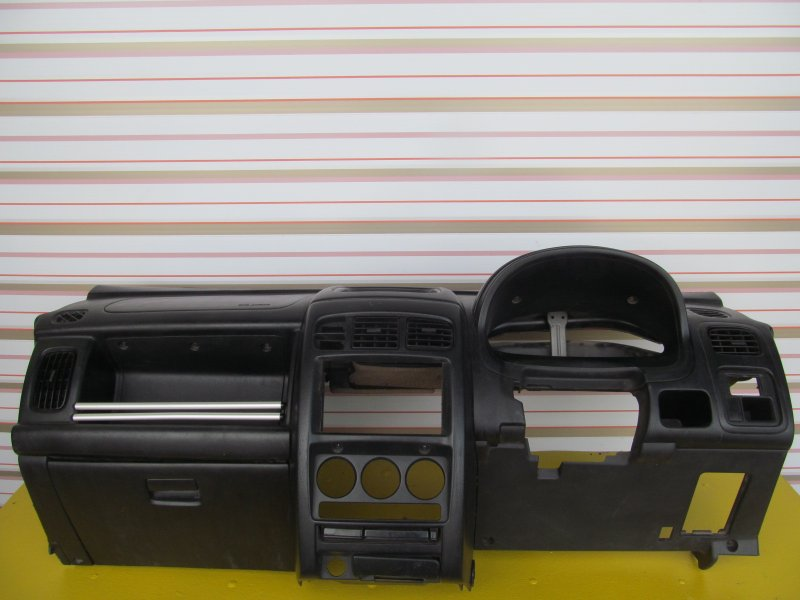 Торпедо Nissan Cube Az10 2001
