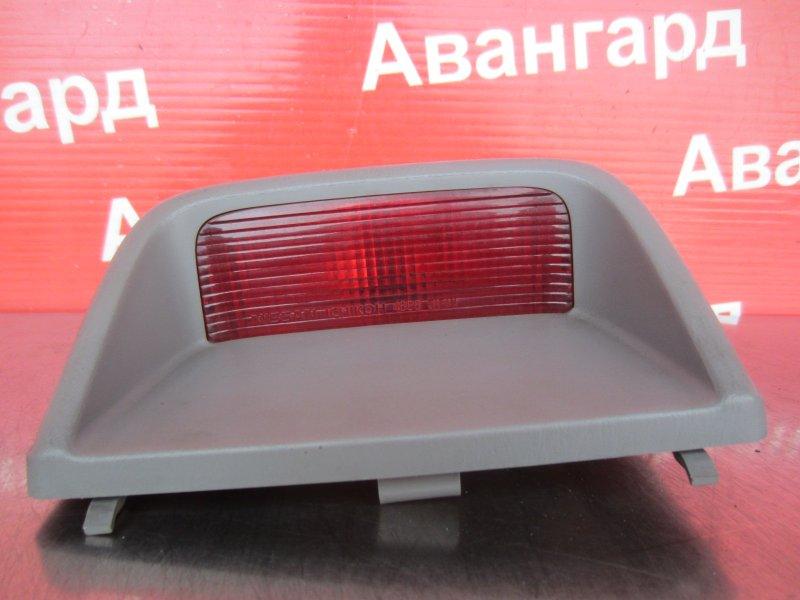 Дополнительный стоп сигнал Nissan Sunny B15 2000