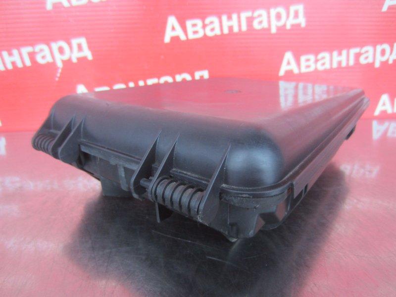 Корпус блока предохранителей Volkswagen Passat B5 3B5 ARM 1999