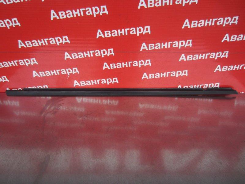 Уплотнитель стекла двери Volkswagen Passat B5 1998 передний правый