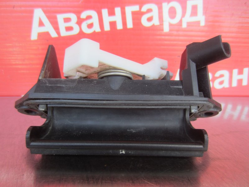 Ручка открывания багажника Toyota Corolla 120 ZZE121 3ZZ-FE 2004 задняя