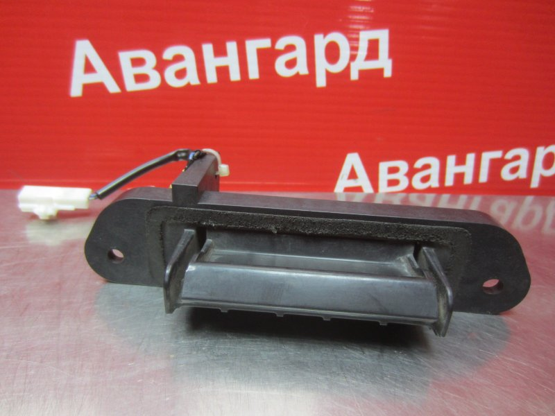 Ручка открывания багажника Mitsubishi Grandis DBA-NA4W 4G69 2006 задняя