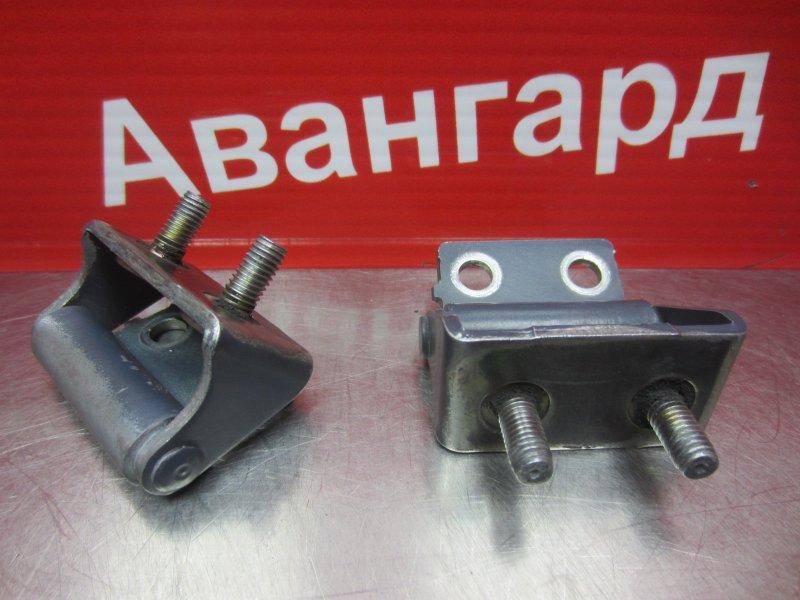 Кронштейн крышки багажника Mitsubishi Grandis 4G69 2006 задний