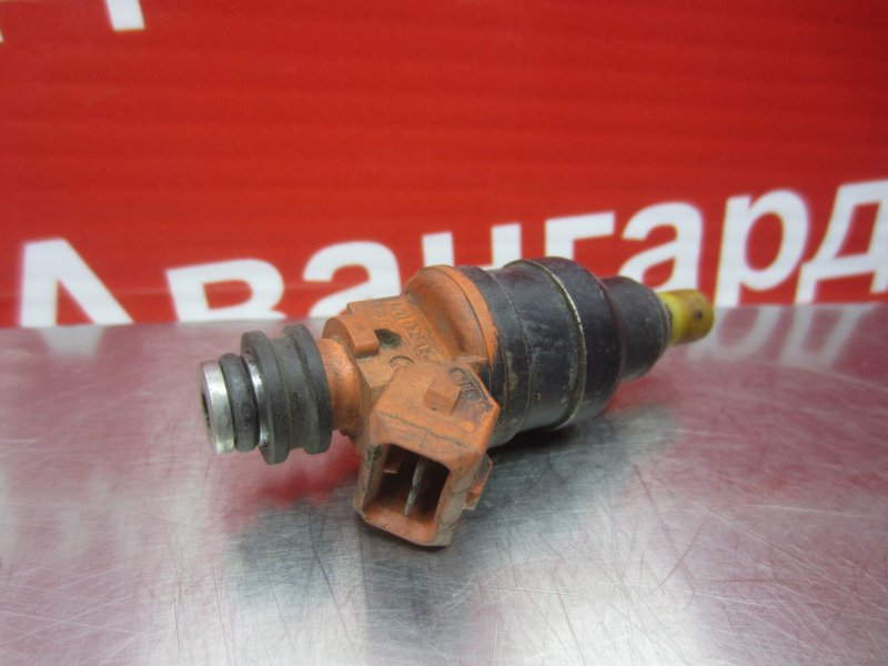 Форсунка топливная Kia Clarus FE 1997