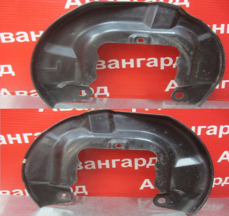 Пыльник тормозного диска Mitsubishi Diamante F31A 6G73 1996 передний