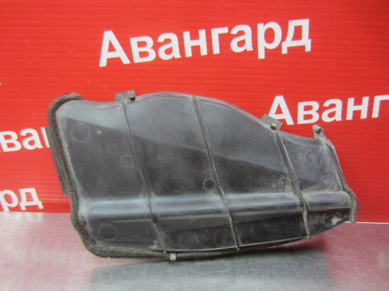 Крышка воздухозаборника печки Mitsubishi Diamante F31A 1996
