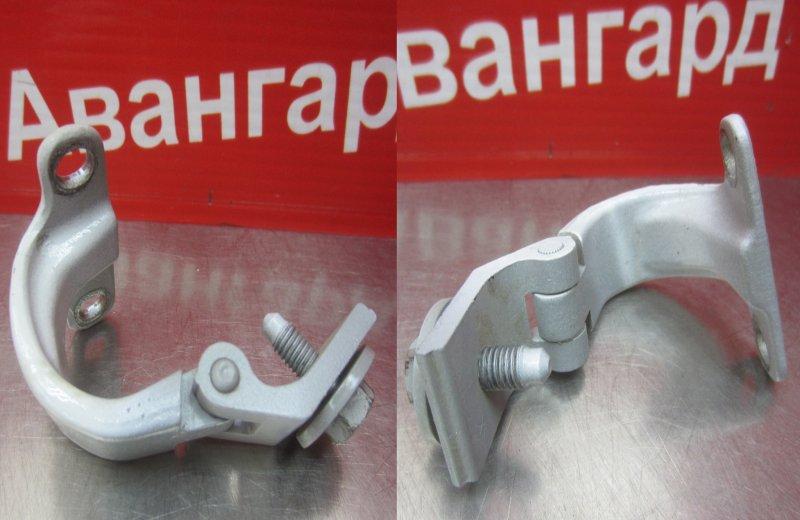 Кронштейн крышки багажника Skoda Rapid 2014 задний