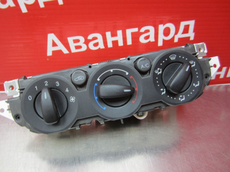 Блок управления печкой Ford Focus 2 2007