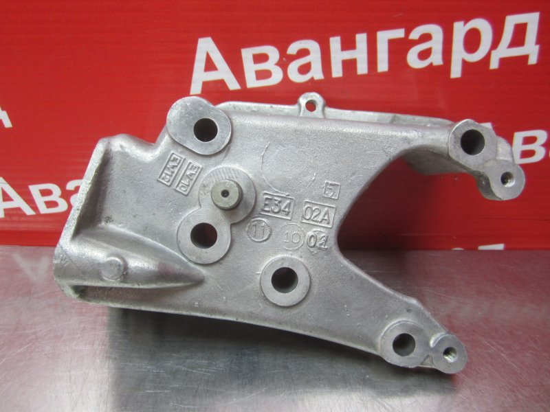Кронштейн двигателя Peugeot 206 EW10J4 2003 правый