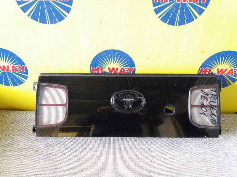 Катафот,вставка между стопов Toyota Sprinter Trueno AE101 4A-FE 1991