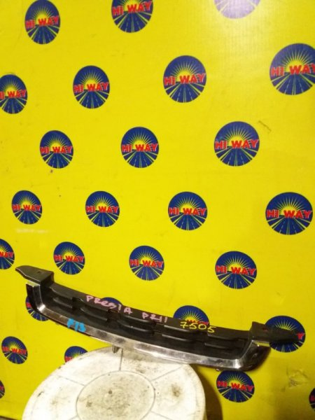 Решетка радиатора Nissan Presea PR11 1997
