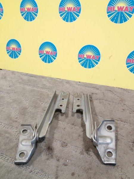 Кронштейн капота,крепление капота Mazda Capella GWEW
