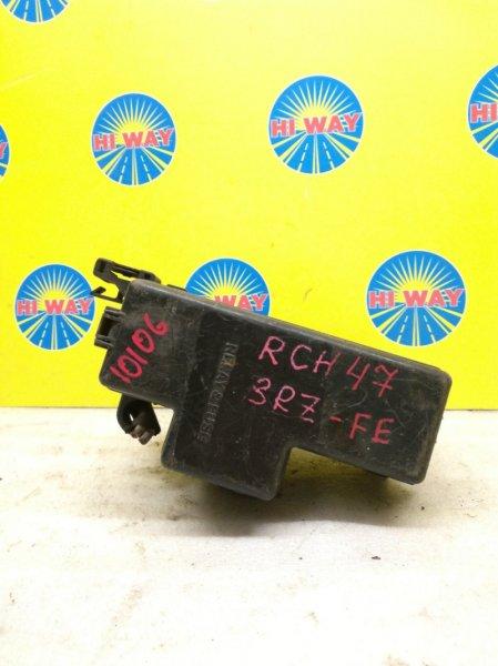 Блок предохранителей Toyota Hiace Regius RCH47W 3RZ-FE