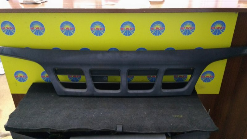 Решетка радиатора Toyota Dyna RZU30 2005 передняя