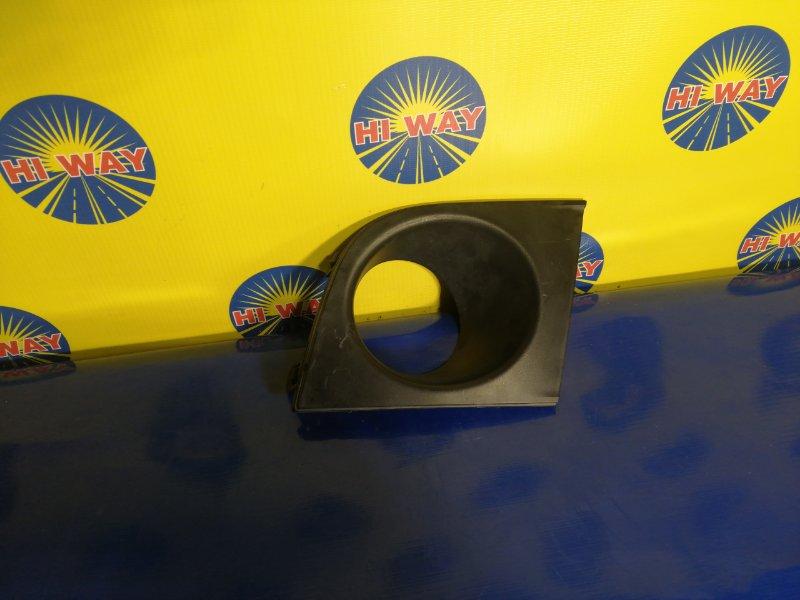Заглушка в бампер Nissan Latio SC11 HR15DE передняя правая