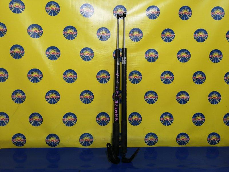 Амортизатор двери багажника Mazda Bongo SK22L задний