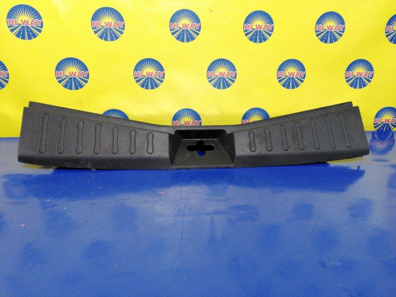 Порог багажника, накладка багажника Nissan Note E12 HR12DDR 2016 задний